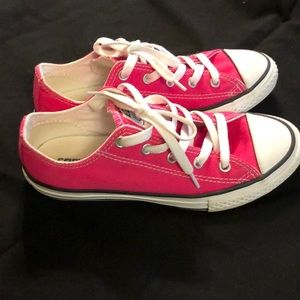 🌸Good condition PINK CONVERSE shoes.🌸